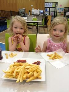 Happy Girls with some hot chips. Finally. Although we waited forever the kids did not eat as much as I thought. Maybe they were not hungry after the long wait!