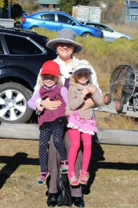 The girls and mummy @ Melrose Park waiting for the parachuter to land.