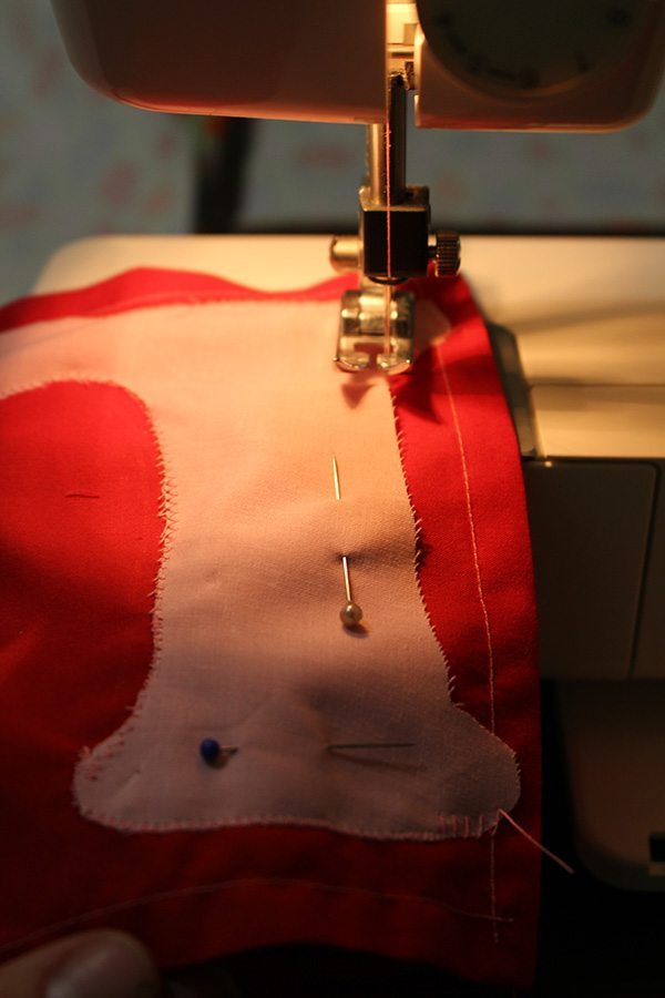 Sewing the L onto the pocket