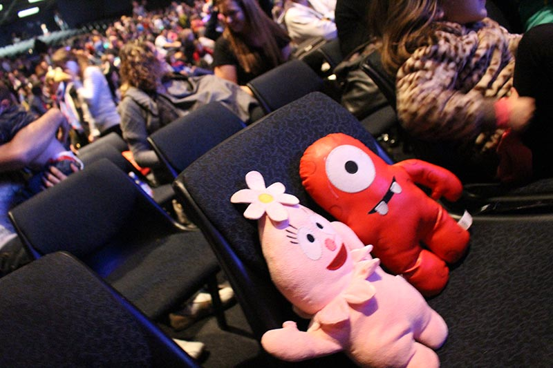 The girls took their toys that we got at the last Gabba Show with them. They wanted Muno and Foofa to be there with them. While the kids were dancing Foofa and Muno had a rest.