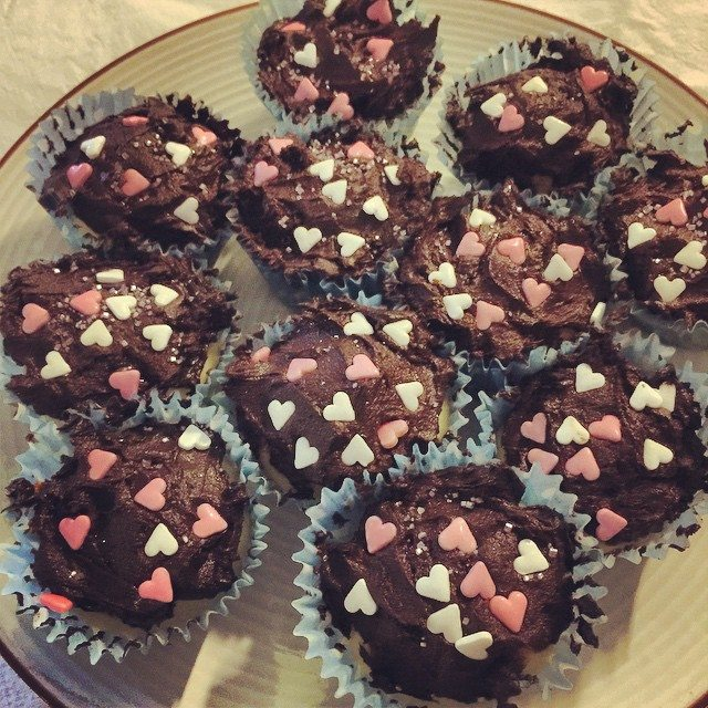Here are my cupcakes that I made for today's performance (Sunday matinee show). They were vanilla lemon cupcakes with choc chips. Finished with chocolate butter icing. However I accidentally added too much cocoa and it tastes more like straight chocolate than just icing. I used organic cocoa from the health food shop. This has given such a great outcome and tastes unreal.