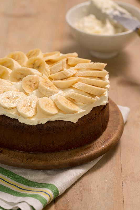 Drooling over the Circular Flour-less White Chocolate Cake with Orange Blossom and Banana
