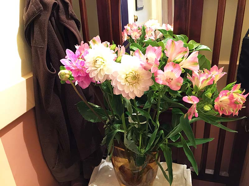 My nice bunch of Dahlias and Alstroemeria on the hall stand at home. It the first thing you see when you come home and walk anywhere in the house. A perfect place for pretty flowers.