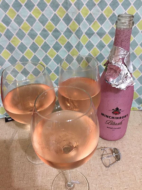 My mum came to visit and I shared the Minchinbury Blush Rosé Cuvée with her and hubby. It was a nice drop of wine. Not too sweet and just right.