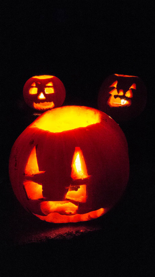 The finished product. 3 lovely scary mini Jack O'Lanterns.