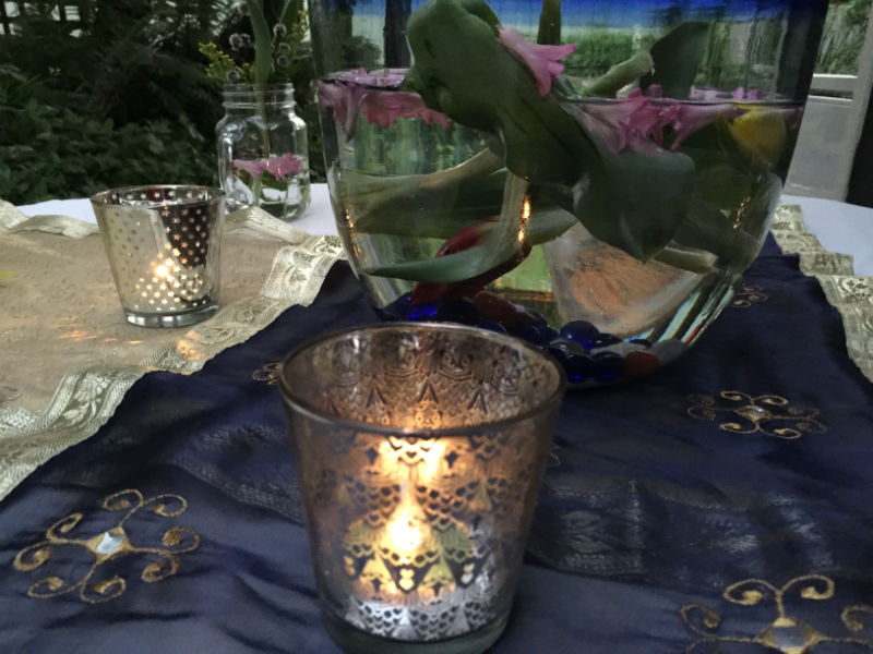 The tea light candle holders did not over power the table setting with colour and just added to the light for the table during dinner.